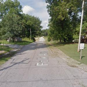 """Michonne and the group carry Jesus back home (""""The Walking Dead"""") (StreetView)"""
