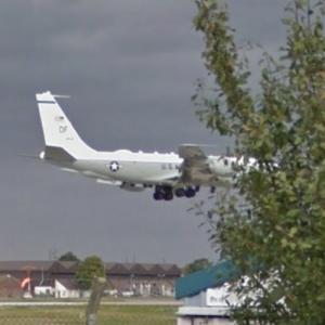Boeing RC-135 reconnaissance aircraft landing at RAF Mildenhall (StreetView)