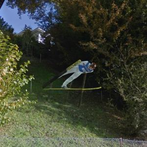 2D Ski jumper sculpture (StreetView)