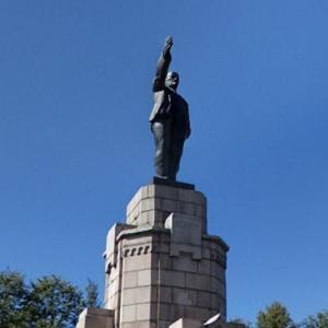Lenin statue in Kostroma (StreetView)