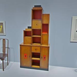'Skyscraper Bookcase' by Paul T. Frankl (StreetView)
