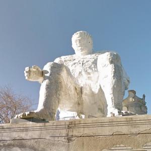 Giant statue (StreetView)