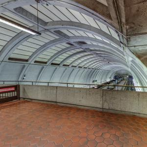 'Woodley Park–Zoo/Adams Morgan Station' by Harry Weese (StreetView)