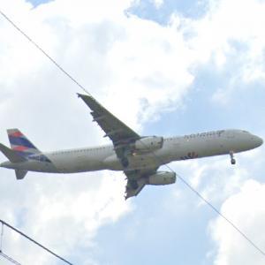 LATAM plane landing (StreetView)