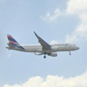 LATAM plane taking off (StreetView)