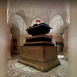 Sarcophagus of Horatio Nelson (StreetView)