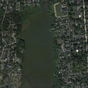 Almy Pond (Google Maps)