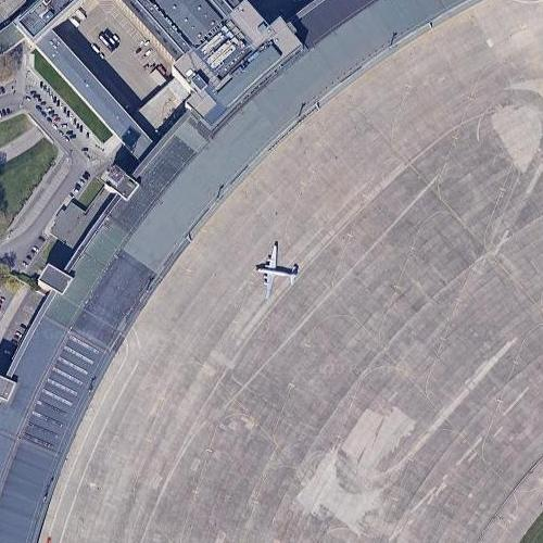 Berlin airlift DC-4 at Tempelhof Airport (Google Maps)