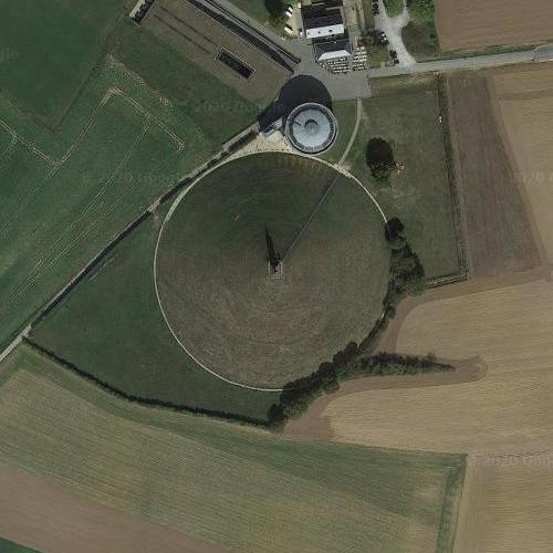 Lion hill of Waterloo (Google Maps)