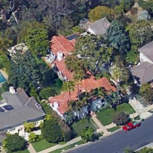Julia Louis Dreyfus House Virtual Globetrotting