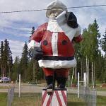 Santa Claus Statue (StreetView)