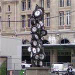 'L'heure de tous' by Armand Pierre Fernandez (StreetView)