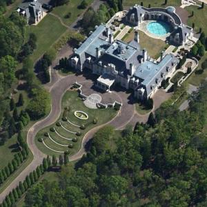 Guitar-shaped mansion (Google Maps)