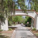 Los Robles Gates (StreetView)