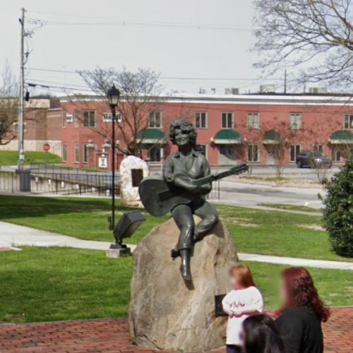 Dolly Parton Statue (StreetView)