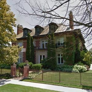 Lake view mansion (StreetView)