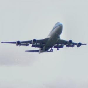 Landing KLM Boeing 747 (StreetView)
