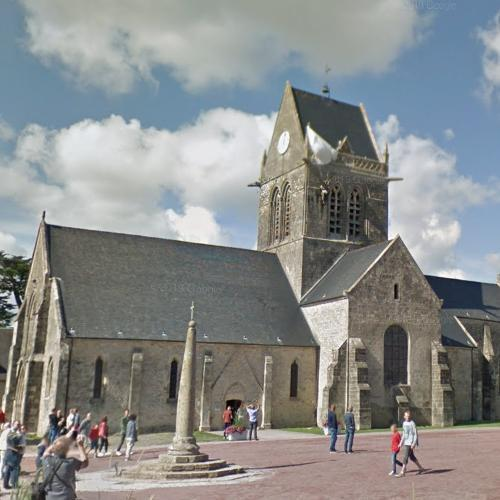 Ste Mère Eglise church - John Steele paratrooper (StreetView)