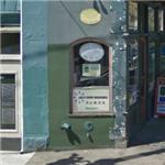 Narrowest commercial building in the world (StreetView)