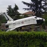 Space Shuttle Challenger miniature replica (StreetView)