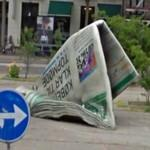 Giant newspaper (StreetView)